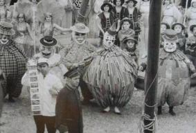 creepy-vintage-halloween-costumes-large-men
