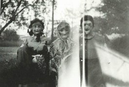 creepy-vintage-halloween-costumes-overexposure