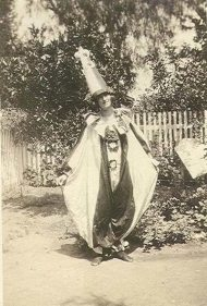 creepy-vintage-halloween-costumes-tall