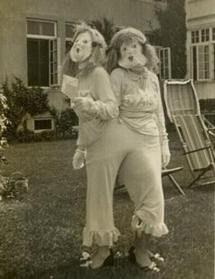 creepy-vintage-halloween-costumes-twins