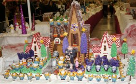 despicable_me_2_gingerbread_house_by_hellboy12345-d6wrtw7