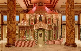 life-size-gingerbread-house_blog131213
