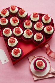 1515622241-mini-rosebud-cupcakes-wdy-0218-1575994004