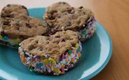 heart_valentines-ice-cream-sandwiches-525x330