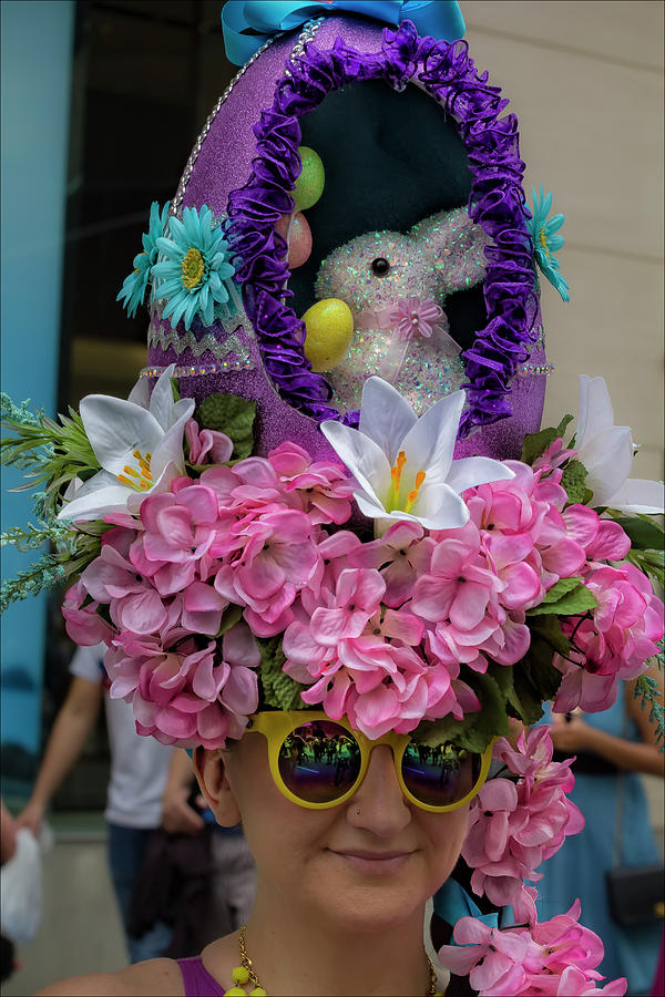 1-easter-parade-nyc-2017-easter-bonnet-robert-ullmann
