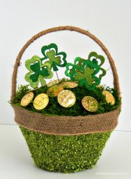 Decorate-your-house-for-St.-Patricks-Day-with-this-Shamrock-and-Gold-Basket-AnExtraordinaryDay.net_