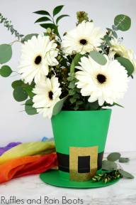 Leprechaun-Hat-Vase-for-St-Patricks-Day-Decorating