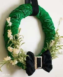 stpatricks-day-bandana-wreath-scratchandstitch